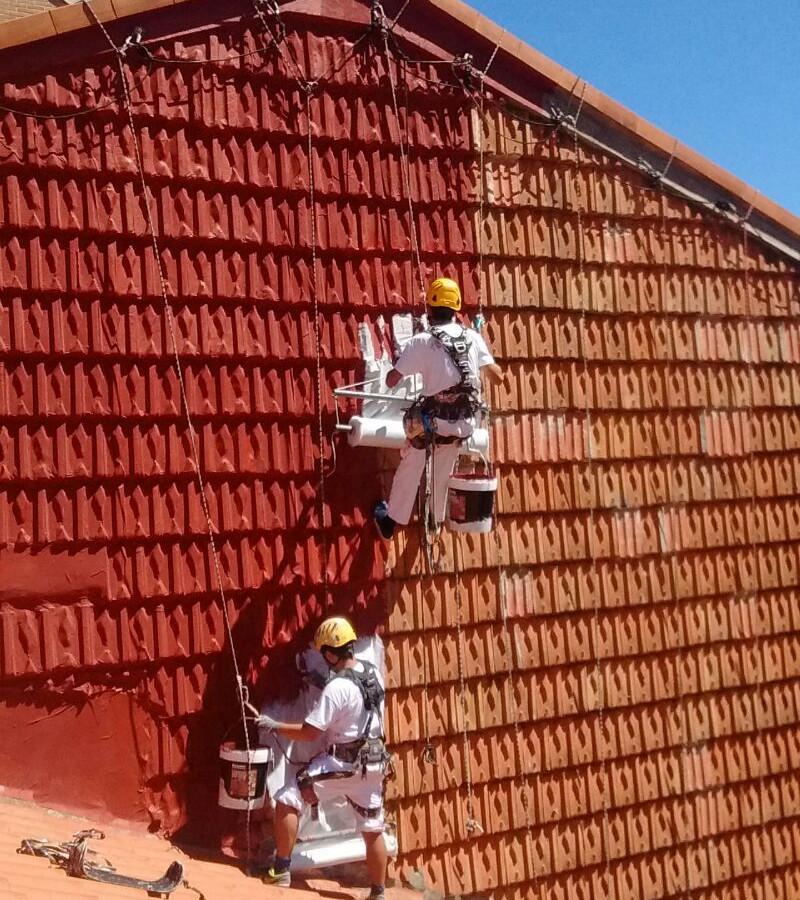Tratamiento para evitar los desprendimientos de tejas y evitar por completo la entrada de agua por filtración o capilaridad del soporte en Santander y Torrelavega